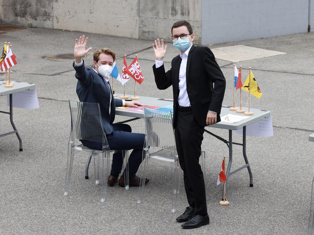 Philipp Gasser (à droite) avec Sven Marti, chef des élections et du réseau lors de l'Assemblée des délégués à Martigny en juillet dernier.